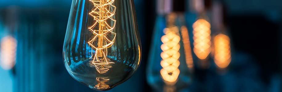 Retro-LED-Lampen in blauem Licht